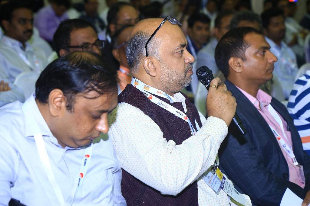 Shiv-Shankar-Agarwal-CEO-Trendz-Wash-House-Washonn-with-mike-2